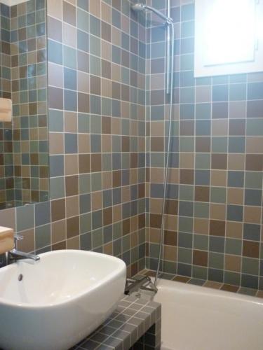 Rénovation et réorganisation d'un appartement classique : Salle de bain/ photo de chantier