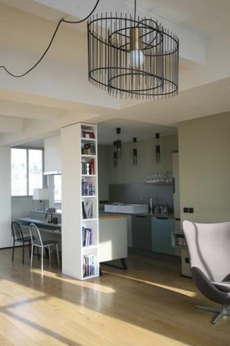 Loft Paris 19° : vue du living vers le coin cuisine