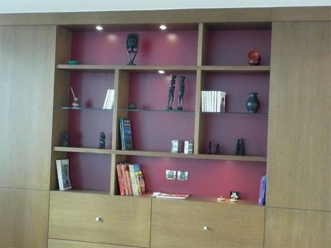 Rénovation d'un appartement rue du Faubourg Saint Honoré : Séjour - Détail bibliothèque sur mesure