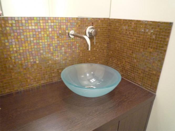 Rénovation d'un appartement rue du Faubourg Saint Honoré : WC - détail vasque