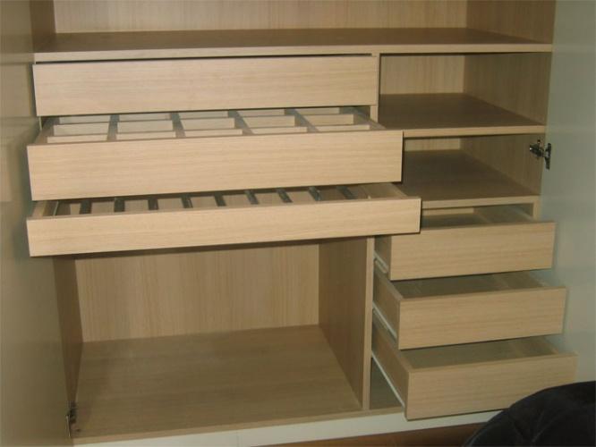 Rénovation d'un appartement rue du Faubourg Saint Honoré : Chambre parents-détail penderie