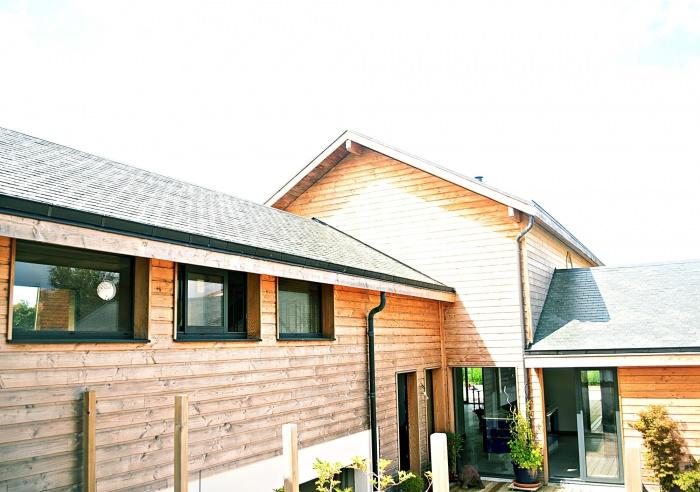 Maison ossature bois en Charente Maritime : maison contemporaine vue de l'entrée