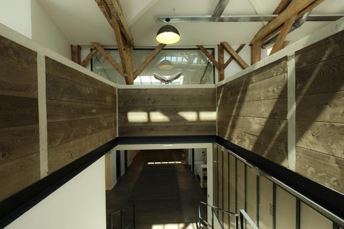 Aménagent du nouveau siège social d'une agence de Design Global : cage escalier 1