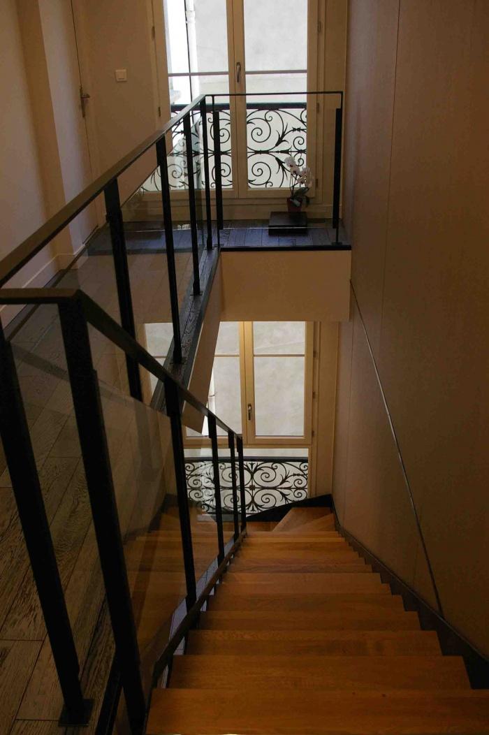 Restructuration de plateaux de bureaux : séquence sur escalier